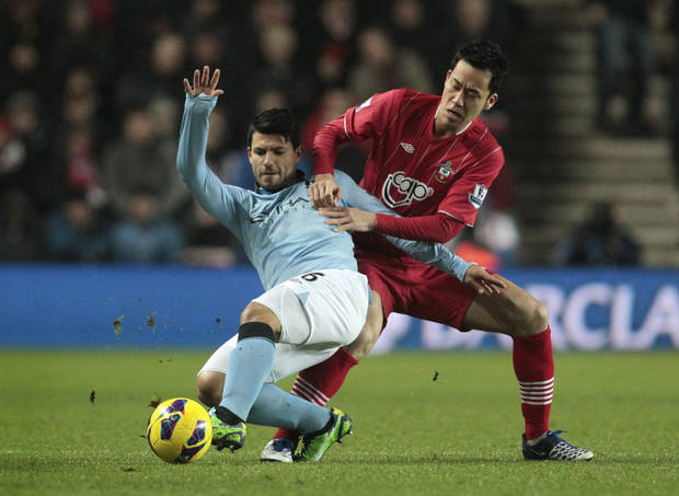 Southampton's Maya Yoshida, right, competes with Manchester City's Sergio Aguero during their English Premier League soccer match at St Mary's stadium, Southampton, England, Saturday, Feb. 9, 2013. (AP Photo/Sang Tan)