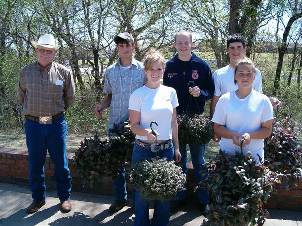 Abe Warren and students Joseph Block, Blaine Baker, Dakota Haines, Julie Davis, and Amanda Thompson<br/><b>Community Photo By:</b> Karen Thompson<br/><b>Submitted By:</b> linda,
