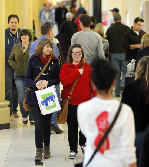 HOLIDAY / CHRISTMAS SHOPPING: Christmas shoppers walk through Penn Square Mall in Oklahoma City, Thursday, Dec. 22, 2011. Photo by Nate Billings, The Oklahoman