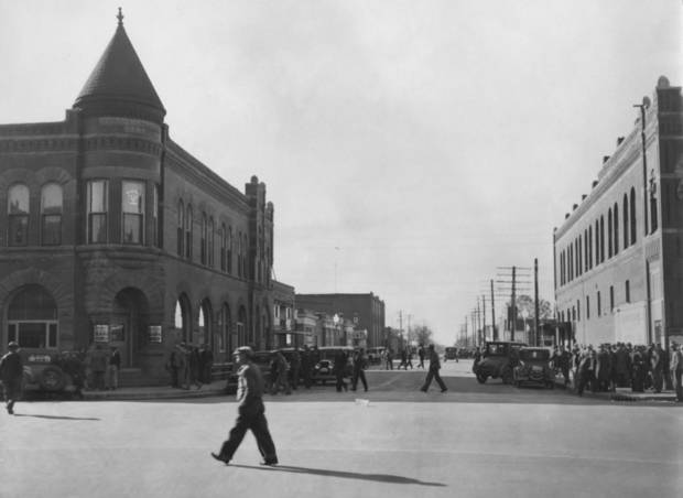 "STREET SCENES / BANKS:  ""First National Bank.  El Reno."""
