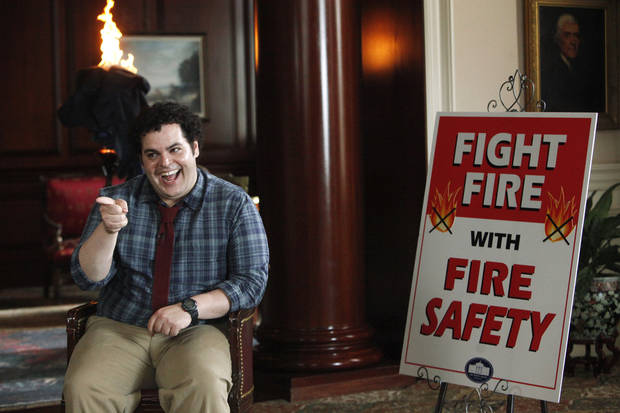 This undated publicity photo released by NBC shows Josh Gad as Skip in a scene from &quot;Putting Out Fires&quot; in NBC&#039;s new show, &quot;1600 Penn.&quot; The comedy set in the White House stars Josh Gad, Bill Pullman and Jenna Elfman. It airs 9:30 p.m. EST Thursday on NBC. (AP Photo/NBC, Jordin Althaus)