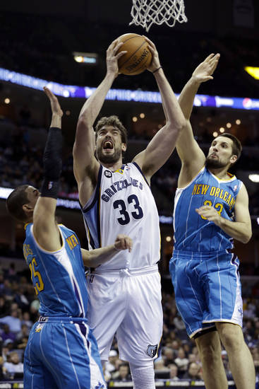 Memphis Grizzlies' Marc Gasol (33), of Spain, goes up between New Orleans Hornets' Austin Rivers, left, and Ryan Anderson, right, during the first half of an NBA basketball game in Memphis, Tenn., Sunday, Jan. 27, 2013. (AP Photo/Danny Johnston)