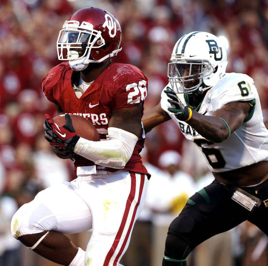 Oklahoma Sooner Damien Williams (26) scores chased by Baylor Bear's Ahmad Dixon (6) during the the second half of the college football game where  the University of Oklahoma Sooners (OU) defeated the Baylor University Bears (BU) 42-34 at Gaylord Family-Oklahoma Memorial Stadium in Norman, Okla., Saturday, Nov. 10, 2012.  Photo by Steve Sisney, The Oklahoman