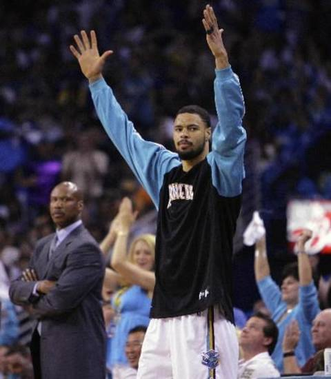 Tyson Chandler celebrates