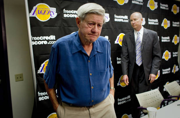 Buss family spokesman Bob Steiner leaves an NBA basketball news conference after speaking about his longtime friendship with Dr. Jerry Buss at the Los Angeles Lakers' practice facility, Monday, Feb. 18, 2013, in El Segundo, Calif. Buss, who shepherded his NBA team from the Showtime dynasty of the 1980s to the current Kobe Bryant era while becoming one of the most important and successful owners in pro sports, died Monday. He was 80. (AP Photo/Los Angeles Times, Gina Ferazzi)  NO FORNS; NO SALES; MAGS OUT; ORANGE COUNTY REGISTER OUT; LOS ANGELES DAILY NEWS OUT; VENTURA COUNTY STAR OUT; INLAND VALLEY DAILY BULLETIN OUT; MANDATORY CREDIT, TV OUT