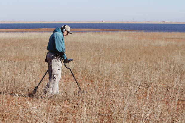 LOST METAL: Dan Pierce, uses a metal detector as he looks for lost items at Lake Hefner in Oklahoma City, Thursday January  17, 2013. Area lakes are very low due to the recent drought. Photo By Steve Gooch, The Oklahoman