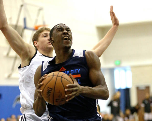 <p>Oklahoma City Thunder's Semaj Christon, front, goes to the basket ahead of Miami Heat's David Walker, back left, during the first half of an NBA summer league game on Friday in Orlando, Fla. [AP Photo]</p>