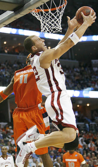 Oklahoma's Taylor Griffin (32) drives to the basket past Syracuse's Paul Harris (11) during the second half of the NCAA Men's Basketball Regional at the FedEx Forum on Friday, March 27, 2009, in Memphis, Tenn.