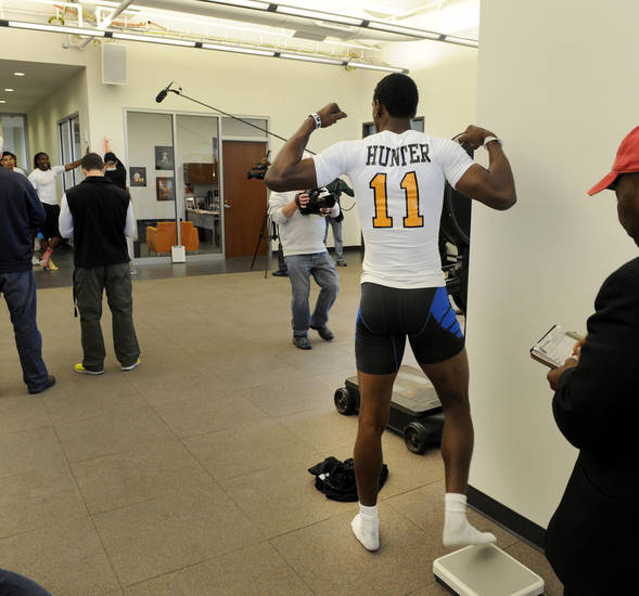 Wide receiver Justin Hunter strikes a pose after stepping off the scales during pro day at tge University of Tennessee, Wednesday, March 20, 2013, in Knoxville, Tenn.  (AP Photo/The Knoxville News Sentinel, Michael Patrick)