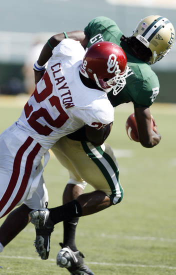 Keenan Clayton runs down and sacks quarterback Robert Griffin in the second half during the college football game between Oklahoma (OU) and Baylor University at Floyd Casey Stadium in Waco, Texas, Saturday, October 4, 2008.   BY STEVE SISNEY, THE OKLAHOMAN