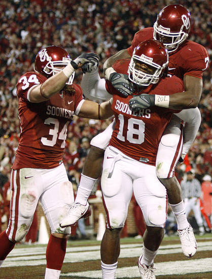 OU's Jermaine Gresham, center, celebrates with DeMarco Murray and Matt Clapp, left, after a touchdown during the college football game between the University of Oklahoma Sooners and Texas Tech University at Gaylord Family -- Oklahoma Memorial Stadium in Norman, Okla., Saturday, Nov. 22, 2008. BY BRYAN TERRY, THE OKLAHOMAN