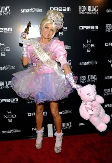 "Fergie dressed as a pageant girl from TV's ""Toddlers and Tiaras"" for Halloween, 2011."