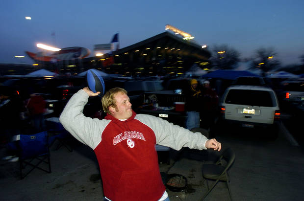 Kansas City , MU, Saturday December 6, 2003.The University of Oklahoma against Kansas State University (KSU) during the Big 12 college football championship game at Arrowhead Stadium.    FANS: Clay Hampton, an OU fan from Syracuse , Ks, throws a football outside the stadium before the start of the game.   Staff photo by Bryan Terry