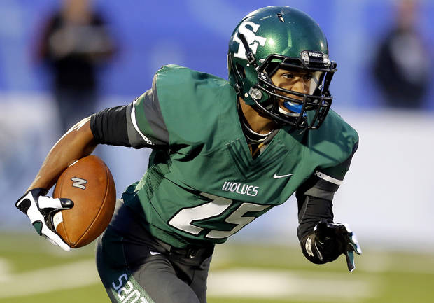 Edmond Santa Fe Dale Jefferson runs up field during high school football game between Edmond Santa Fe and Edmond North at Wantland Stadium in Edmond, Okla.,  Friday, Sept. 14, 2012. Photo by Sarah Phipps, The Oklahoman