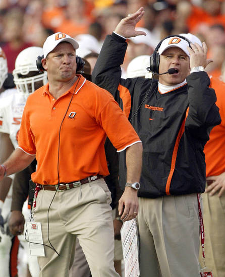 COLLEGE FOOTBALL: Oklahoma State University (OSU) coach Les Miles, right, and defensive coach Doug Mallory react in the closing minutes of the Cotton Bowl in Dallas, Friday, Jan. 2, 2004. Mississippi University (Ole Miss) won, 31-28. (AP Photo/Tim Sharp)