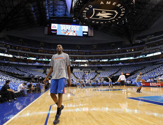 Oklahoma City&#039;s Kevin Durant warms up before game 2 of the Western Conference Finals in the NBA basketball playoffs between the Dallas Mavericks and the Oklahoma City Thunder at American Airlines Center in Dallas, Thursday, May 19, 2011. Photo by Bryan Terry, The Oklahoman