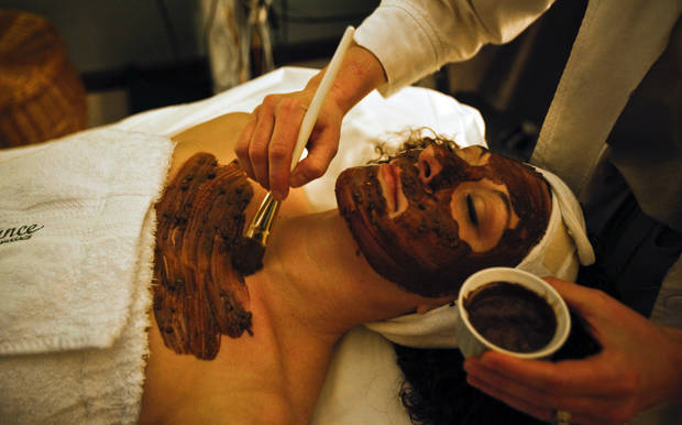 Denice Elwell of Enhance Skin Care and Massage applies a chocolate facial to Michelle Marcuzzo at the salon on Monday, Feb. 9, 2009, in Oklahoma City, Okla. Elwell will be providing the treatments at Mustang's upcoming Chocolate Festival.  PHOTO BY CHRIS LANDSBERGER, THE OKLAHOMAN