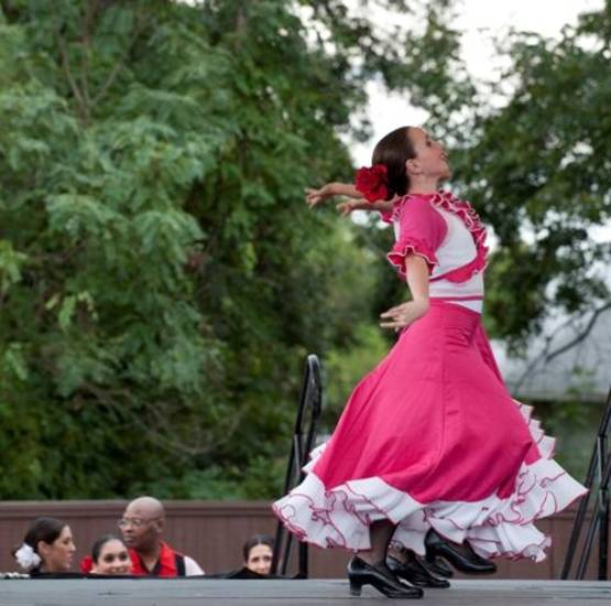 Flamenco Fantastico performs at the 2009 Plaza District Festival. (Photo by K.O. Rinearson)