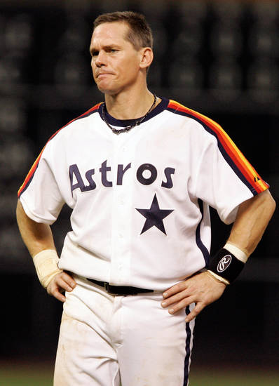 FILE - This Sept. 28, 2007 file photo shows Houston Astros&#039; Craig Biggio grimacing during a baseball game against the Atlanta Braves in Houston. Steroid-tainted stars Barry Bonds, Roger Clemens and Sammy Sosa have been denied entry to baseball&#039;s Hall of Fame with voters failing to elect any candidates for only the second time in four decades. Biggio, 20th on the career list with 3,060 hits, topped the 37 candidates with 68.2 percent of the 569 ballots, 39 shy of the 75 percent needed. (AP Photo/Pat Sullivan, File)
