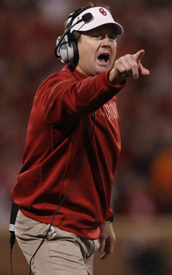 Oklahoma coach Bob Stoops shouts  during the Bedlam college football game between the University of Oklahoma Sooners (OU) and the Oklahoma State University Cowboys (OSU) at Gaylord Family-Oklahoma Memorial Stadium in Norman, Okla., Saturday, Nov. 24, 2012. Oklahoma won 51-48. Photo by Bryan Terry, The Oklahoman