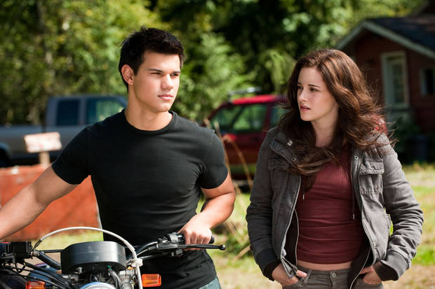 "In this film publicity image released by Summit Entertainment, Taylor Lautner, left, and Kristen Stewart are shown in a scene from, ""The Twilight Saga: Eclipse."" (AP Photo/Summit Entertainment, Kimberley French)  ORG XMIT: NYET339"
