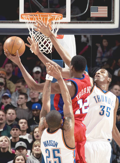Oklahoma City's Earl Watson, front, and Kevin Durant, right defend against the Clippers' Al Thornton during the first half on Tuesday at the Ford Center.  Photo by sarah Phipps, the oklahoman
