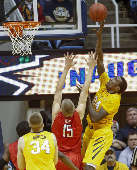 West Virginia's Aaric Murray (24) shoots over Radford's Lucas Dyer (15) during the first half of an NCAA college basketball game at WVU Coliseum in Morgantown, W.Va., on Saturday, Dec. 22, 2012. (AP Photo/David Smith)