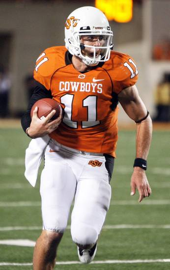 Oklahoma State needs QB Zac Robinson to run, but there's always a chance for injury.  photo by SARAH PHIPPS,  THE OKLAHOMAN archive