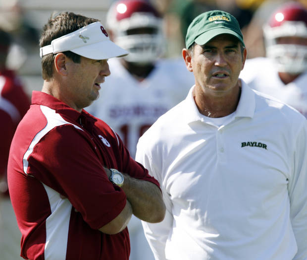 University of Oklahoma head football coach Bob Stoops and Baylor head coach Art Briles talks as teams warm up before the college football game between Oklahoma (OU) and Baylor University at Floyd Casey Stadium in Waco, Texas, Saturday, October 4, 2008.   BY STEVE SISNEY, THE OKLAHOMAN