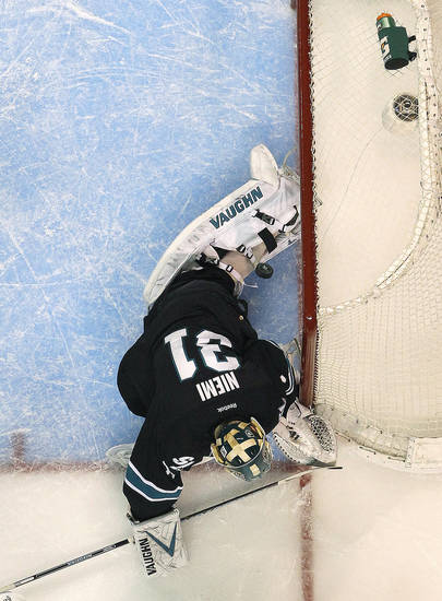 San Jose Sharks goalie Antti Niemi (31), of Finland, has a goal score on him by Los Angeles Kings right wing Dustin Brown during the second period in Game 6 of their second-round NHL hockey Stanley Cup playoff series in San Jose, Calif., Sunday, May 26, 2013. (AP Photo/Tony Avelar)