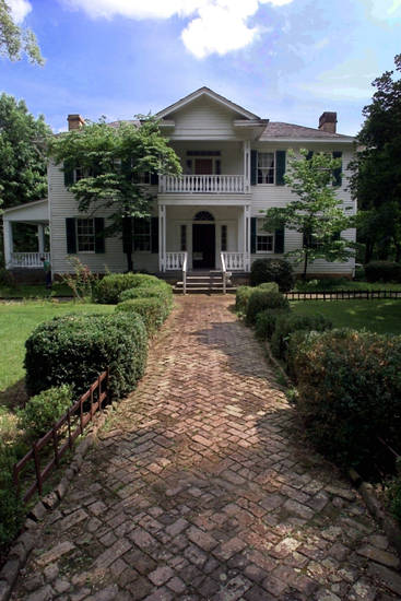 The George Murrell House in Park Hill near Tahlequah is one of many historic sites in Oklahoma that will be celebrating a pioneer-style Christmas with special events and open houses.  PHOTO BY STEVE SISNEY, THE OKLAHOMAN ARCHIVE