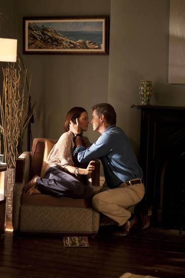 "Annabeth Gish and Pierce Brosnan in ""Bag of Bones"" - A&E Network Photo"