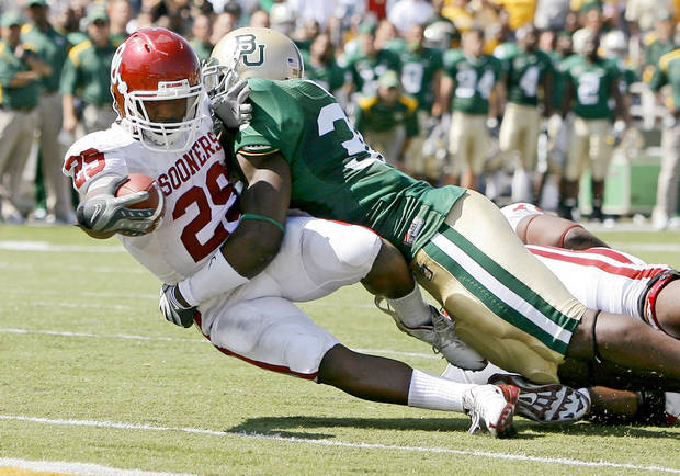 in the second half during the college football game between Oklahoma (OU) and Baylor University at Floyd Casey Stadium in Waco, Texas, Saturday, October 4, 2008.   BY BRYAN TERRY, THE OKLAHOMAN