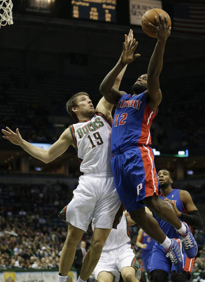 Detroit Pistons point guard Will Bynum, right, goes up against Milwaukee Bucks point guard Beno Udrih during the first half of an NBA basketball game Friday, Jan. 11, 2013, in Milwaukee. (AP Photo/Morry Gash)