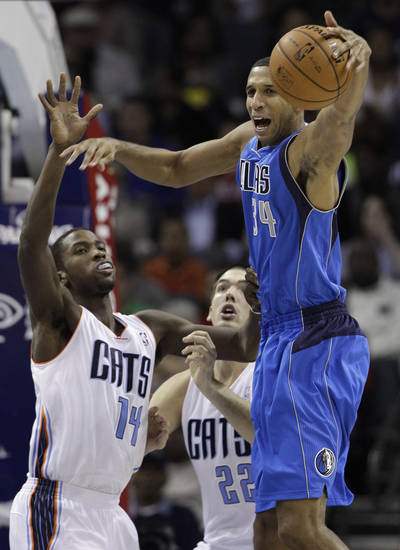 Dallas Mavericks' Brandan Wright (34) loses the ball as he is guarded by Charlotte Bobcats' Michael Kidd-Gilchrist (14) and Byron Mullens (22) during the first half of an NBA basketball game in Charlotte, N.C., Saturday, Nov. 10, 2012. (AP Photo/Chuck Burton)