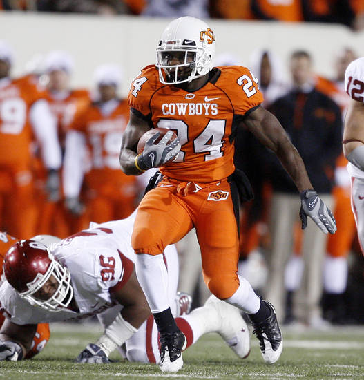 OSU's Kendall Hunter runs the ball during the second half of the college football game between the University of Oklahoma Sooners (OU) and Oklahoma State University Cowboys (OSU) at Boone Pickens Stadium on Saturday, Nov. 29, 2008, in Stillwater, Okla. STAFF PHOTO BY BRYAN TERRY