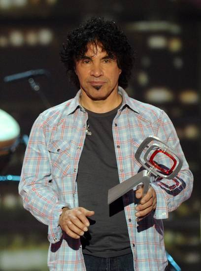 In this April 10, 2011 file photo, musician John Oates from the singing duo Hall and Oates, accepts the Music Icon Award at the 2011 TV Land Awards in New York. (AP)