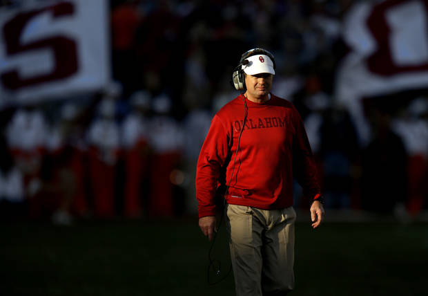 BEDLAM FOOTBALL: Oklahoma coach Bob Stoops walks the sidelines during the Bedlam college football game between the University of Oklahoma Sooners (OU) and the Oklahoma State University Cowboys (OSU) at Gaylord Family-Oklahoma Memorial Stadium in Norman, Okla., Saturday, Nov. 24, 2012. Oklahoma won 51-48. Photo by Bryan Terry, The Oklahoman