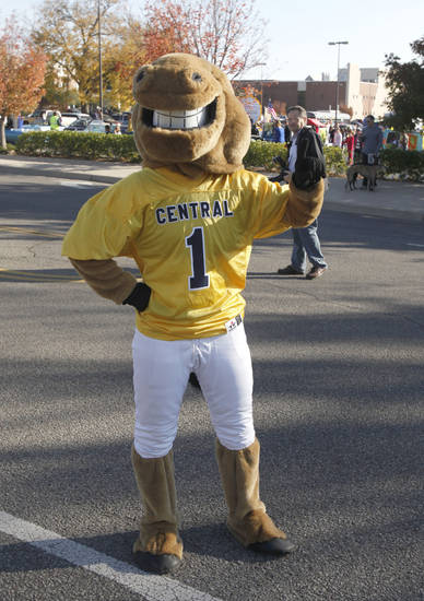 The UCO mascot poses for the crowds during the University of Central Oklahoma's homecoming parade in Edmond, OK, Saturday, November 3, 2012,  By Paul Hellstern, The Oklahoman