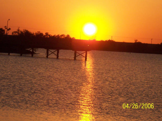 el reno lake....at sunset<br/><b>Community Photo By:</b> melanie coffey el reno,ok<br/><b>Submitted By:</b> melanie,