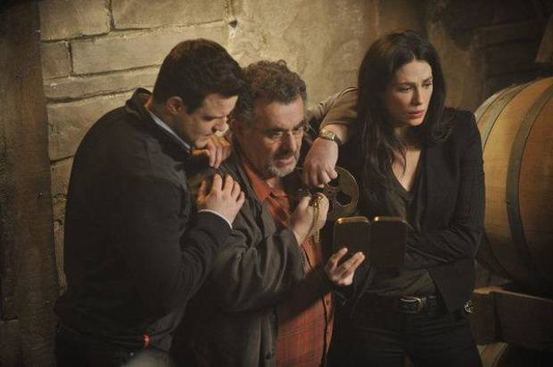 "WAREHOUSE 13 --    ""A New Hope"" -- Episode 401 --Pictured: (l-r) Eddie McClintock as Pete Lattimer, Saul Rubinek as Artie Nielsen, Joanne Kelly as Myka Bering -- (Photo By: Steve Wilkie/Syfy)"