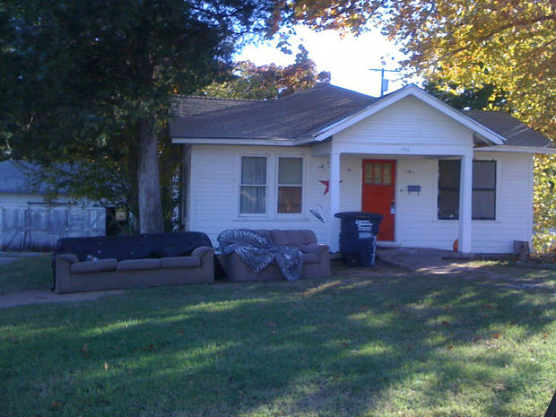 Exterior photo of 709 E 11 in Shawnee. Court records state the body of Marty Jones was found inside on Nov. 2. He'd been stabbed to death and lit on fire. <strong>THE OKLAHOMAN - VALLERY BROWN</strong>