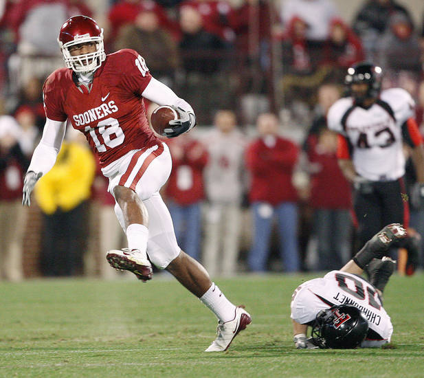 OU needs to get tight end Jermaine Gresham involved early.  Photo BY BRYAN TERRY, THE OKLAHOMAN