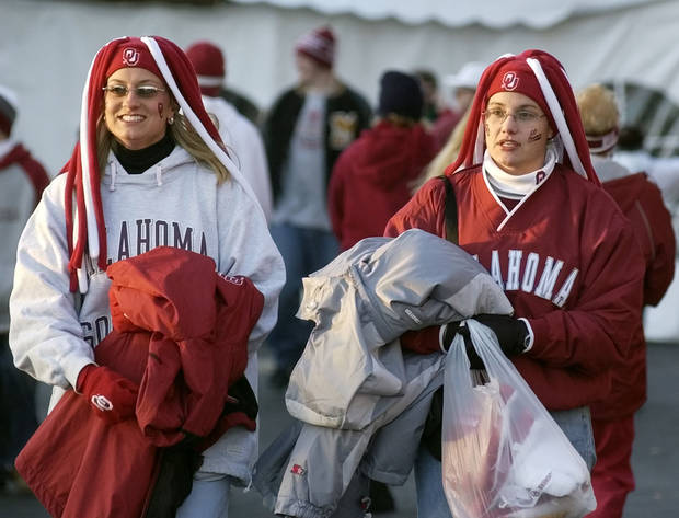 Kansas City, MO. USA.  Saturday, December 6, 2003:  Big 12 Championship College Football, University of Oklahoma vs Kansas State University (KSU):                   OU FAN, FANS: Missy Bowden of Oklahoma City and Dawn Womack of Tuttle make their way to the gate of Arrowhead Stadium.   Staff photo by Steve Sisney.