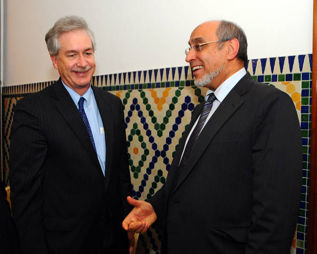 Tunisia's Prime Minister, Hamadi Jebali, right, speaks to William Burns, US Deputy Secretary of State in Tunis, Thursday, Dec. 13, 2012. (AP Photo/Hassene Dridi)
