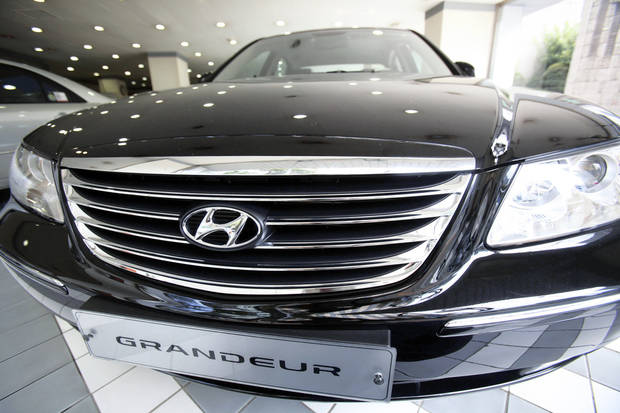 Hyundai Motor Co.&amp;#8217;s Grandeur is displayed at a showroom Thursday in Seoul, South Korea.AP PHOTO
