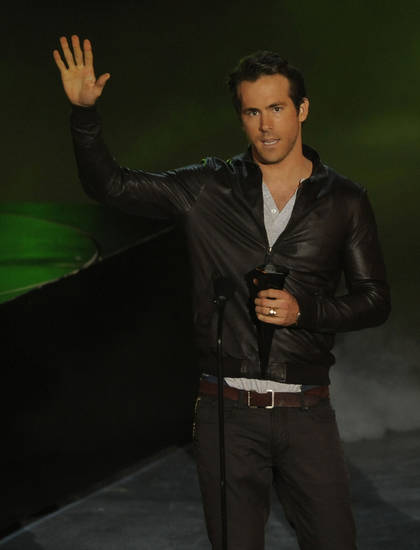 "Ryan Reynolds accepts the award for most anticipated movie for ""Green Lantern"" at the Scream Awards on Saturday Oct. 16, 2010, in Los Angeles. (AP Photo/Chris Pizzello)  ORG XMIT: CADC195"