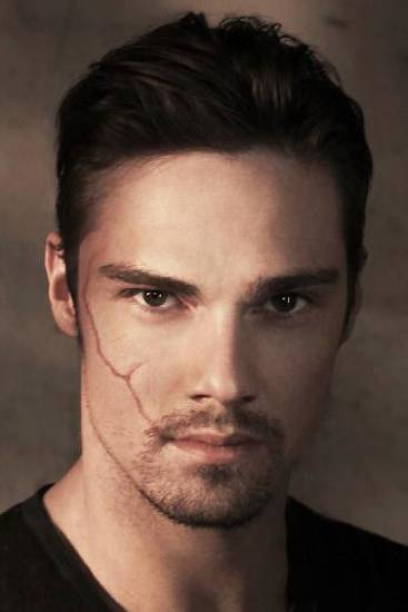 "Jay Ryan as Vincent in ""Beauty and the Beast."" THE CW PHOTO <strong></strong>"