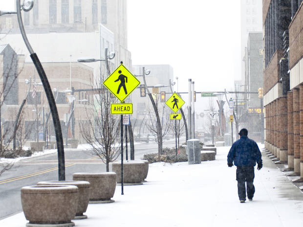 A pedestrian walks westbound along E. Michigan Ave., as a snowstorm rolls in from the southeast in Battle Creek, Mich., Wednesday, Dec. 26, 2012. (AP Photo/Battle Creek Enquirer, Robert Youngs Jr.) NO SALES