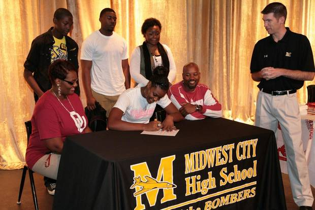 Midwest City's Kaylon Williams signs with Oklahoma to play basketball.